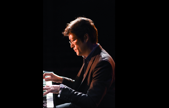 Alex Wu on piano